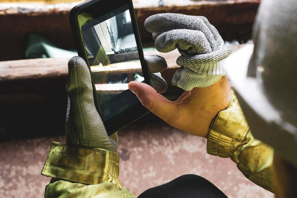 Frontline worker reports deviations with a user friendly app